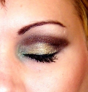 this a super sparkly brown cut crease with some of my favorite NYX products