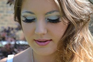 Makeup inspired by the element of air.