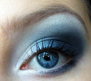Navy Smokey Eye :)  http://www.youtube.com/watch?v=nAA4jzNyp1g