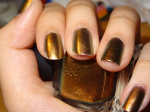 Sorry for the tip wear! I forgot to take a picture earlier. This is my first DL nail polish. I was lusting after Chanel Peridot for a while and this seemed like a golden version of that so I bought it. Trust me when I say this is gorgeous and expensive looking! Well then again, it was pretty expensive at almost $20 a pop. Oh well. Worth the money. Now, I just need to go get my hands on Chanel Peridot. I'm still eyeing that one.