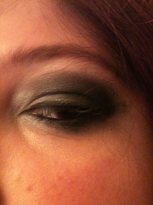 Silvery smokey eye for the Noel Gallagher show