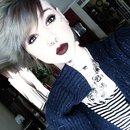 dark lips, light hair