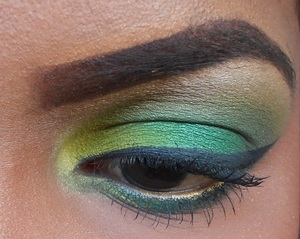 Monochromatic green look using Mac's Feeling Fresh Eyeshadow