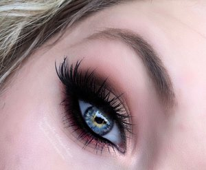 Evening everyone :)!  The other day I decided to do a very glam look that can easily be conformed to an everyday makeup look (all explained on my blog).  Hope you guys enjoy; http://theyeballqueen.blogspot.com/2016/01/glamorous-rustic-smokey-eye-makeup.html