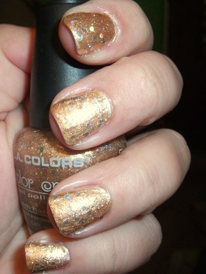 Glitzy Gold Nails