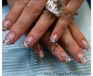FOR DETAILS CLICK BELOW: http://fingertipfancy.com/white-ombre-leopard-nails