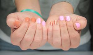 http://www.bec-et-ongles.com/blog/2309/floss-gloss-perf-et-tanlines/