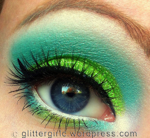 A teal and lime, tropical look! :)