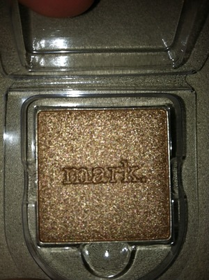 i-mark metallics eyeshadow in truffle.