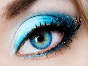 I was looking on a website for makeup ideas, and saw this(; for more amazing eye shadows look up www.designsmag.com(;