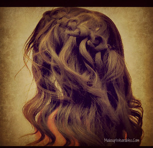 In this easy & quick winter 2012 hair tutorial video, learn how to do a knotted cascade waterfall braid, half-up, half-down, loose waves  - on yourself - for medium hair and for long hair. http://www.makeupwearables.com/2012/12/how-to-knotted-waterfall-braid-hair.html