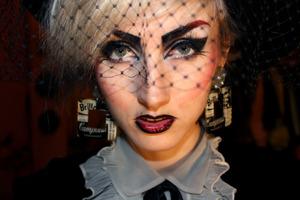 Eighties goth theme look