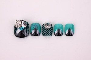 I compiled Korean Floral Nails. I want you to compare them with your country's floral nail at http://saranail.blogspot.com