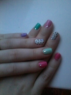 i did these nails on myself experimenting. i think theyre cute!
