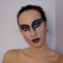Halloween makeup: Black Swan