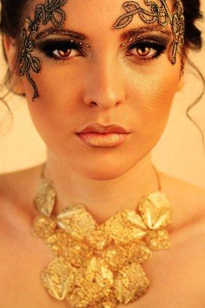 Model - Mihaela Majic // Photo - Nadja Berberovic // Makeup - Naida Djekic