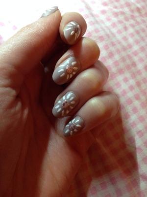 http://skindeepbeautifulx.blogspot.com/2014/01/easy-zooey-deschanel-nail-tutorial.html