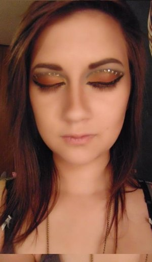 Played around with my kat von d monarch palette and this is what I came up with