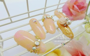 Wedding Nail Art! As a Bride wants to look best form all aspect, I've chosen to make bridal hand more attractive and delicate. Let's have a look! Hope you like them. Enjoy! :D http://saranail.blogspot.com