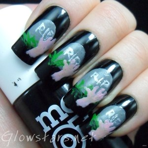 To find out more about this mani please visit http://glowstars.net/lacquer-obsession/2012/10/zombies