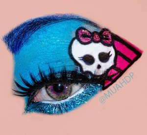 Created this fun makeup look using @nyx jumbo pencil in milk and @meduas_makeup in Xanadu and electro pink