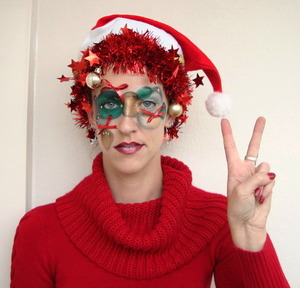 I love going all out with make-up and fun stuff so I made this christmas look a couple of years ago. I didn't wear it anywhere, it was just for the pictures and to have fun with it but I still like the result.