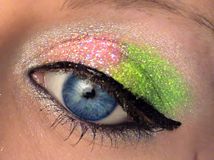 I used my Lit Cosmetics glitters to create this glittery watermelon look :) For the silver, I used Oz which is a color within the Glinda palette.