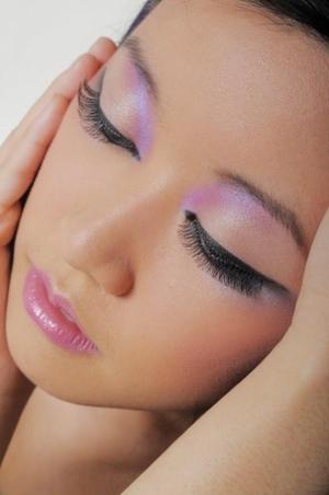 shimmer eye, gold eyeshadow, lilac shimmer eyeshadow, eyeliner, pink glossy lip