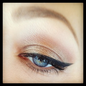 Natural bronze eye.  Great for blue eyes