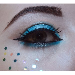 I created an Instagram page just for my makeup artistry work (@meghanbaxtermua) and decided I'd take part in the #100daysofmakeup challenge to start things off. Let me know what you think 😊 for some reason I can't get the almond eye shape on myself quite right. Products used: MAC Electric Eel Eyeshadow, Barry M Pigment in silver and Topshop's Hexagonal Glitter. I also used MAC Dipdown in the brow.