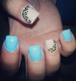blue/nude leopard nails.