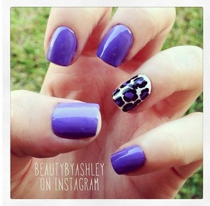 To see this nail design and more, follow me on Instagram @beautybyashley 😊💙
