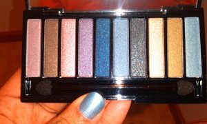 Just 10 shadows, a great starter to shimmery, sparkle shadows if you aren't used too.