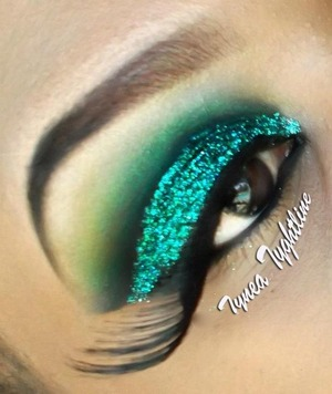 "green shadow ""ufo"" provided by stella starish cosmetics"