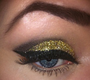 Glittery smoky eye using NYX glitter