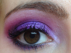 Playing with my new M.A.C pigment in Violet!