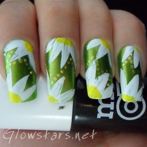 To find out how this look was achieved please visit http://glowstars.net/lacquer-obsession/2012/09/30-days-of-untrieds-flowers