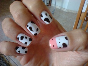 Omg these are seriously the cutest nails ever!(:  I have to try these out<3<3