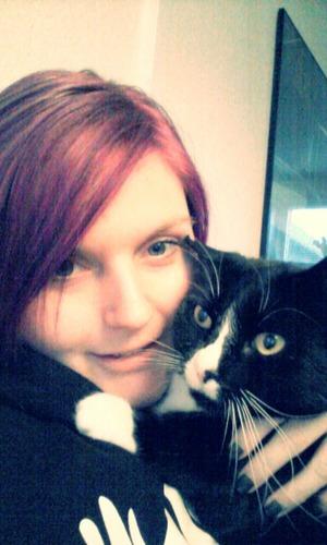 No makeup, my bf's big sweatshirt (bad lighting) and lots of kitty love <3