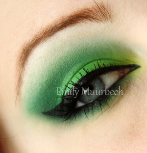 Greens using the 120 Palette I really love that palette!  http://trickmetolife.blogg.se