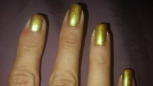 I used macs old gold pigment mixed with a clear coat for the liquid effect