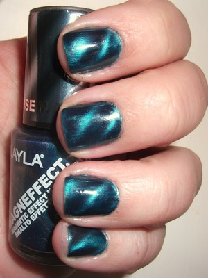 Layla Magnetic Polish in Turquoise Wave