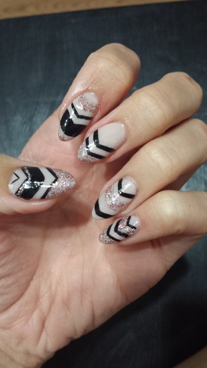 Cream(china glaze innocence), black (sinful colors black on black) and glitter (pure ice spit fire) chevron nails