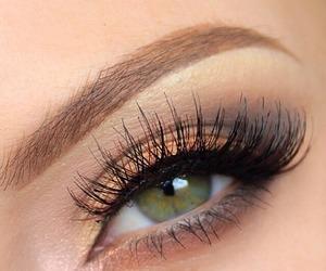 very simple gold soft smokey eye