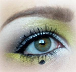Today's eye makeup, tutorial on http://www.makeupgeek.com/members/kimpants :)