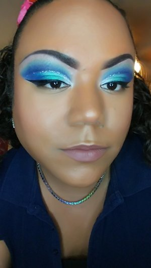 Cut crease look using Jeffree Star Cosmetic's Blue Blood Palette