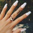 White nails •