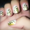 Nail art white and gold