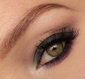 The eyeshadows I used are from the sleek au naturelle and the sleek vintage romance palette. The lashes are red cherry #48