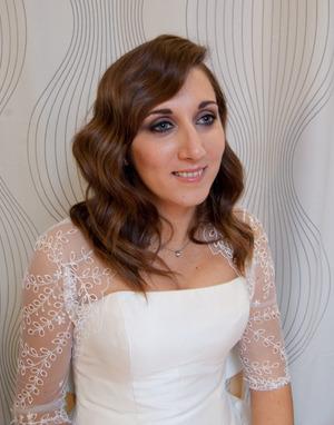 Cati's bridal look: soft smokey eye and classic waved hair